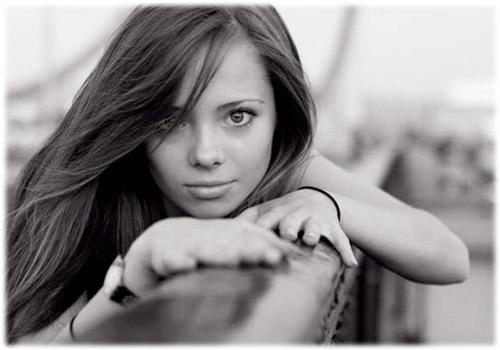 Контрастное фото девушки