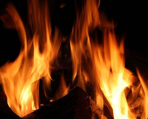 Пламя костра блогера